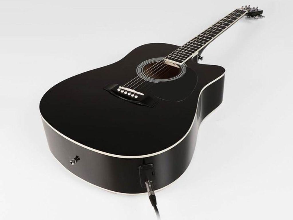Nashville semi-akoestische gitaar met ingebouwd stemapparaat.