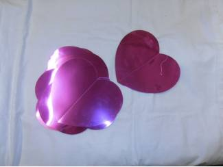 Slingers paarse hartjes