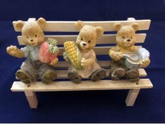 Beelden en Beeldjes Beelden beer beren beeldjes bank tobbe blok speen