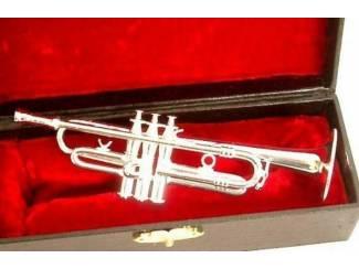 Instrumenten   Toebehoren Miniatuur trompet zilver met koffer