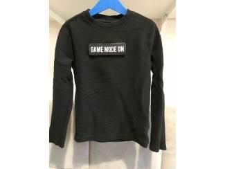 Sweater met klittenbandtekst MT 134-140