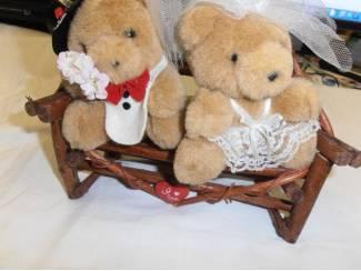 Beren en Cherished Teddies Twee beertjes op bank