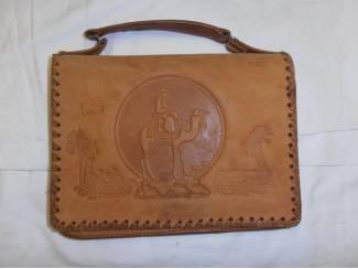 Leren handtas met afbeelding kameel
